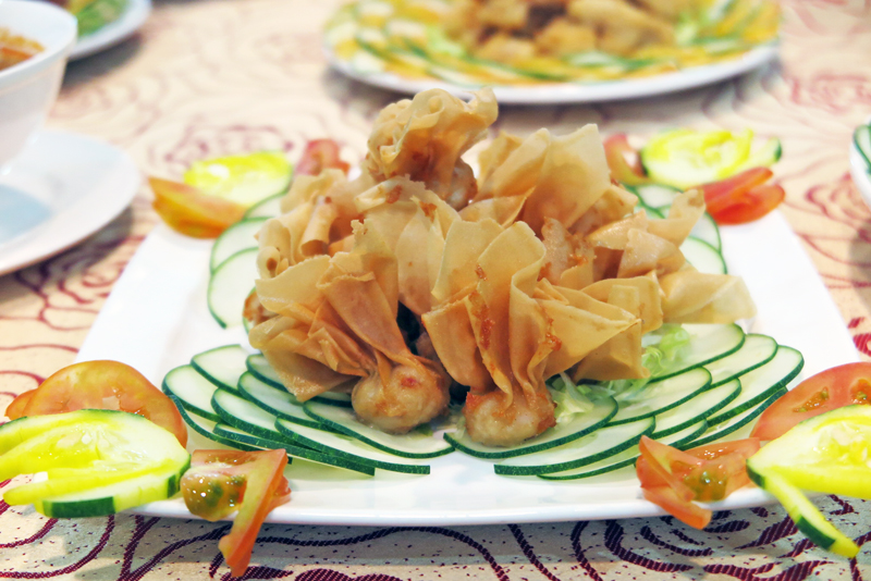 Crispy Wantans Are Served With Thai Chili Or Tartar Sauce