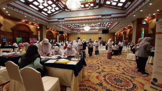 Findlay Hosts 11th International Study Fair At Rizqun Hotel