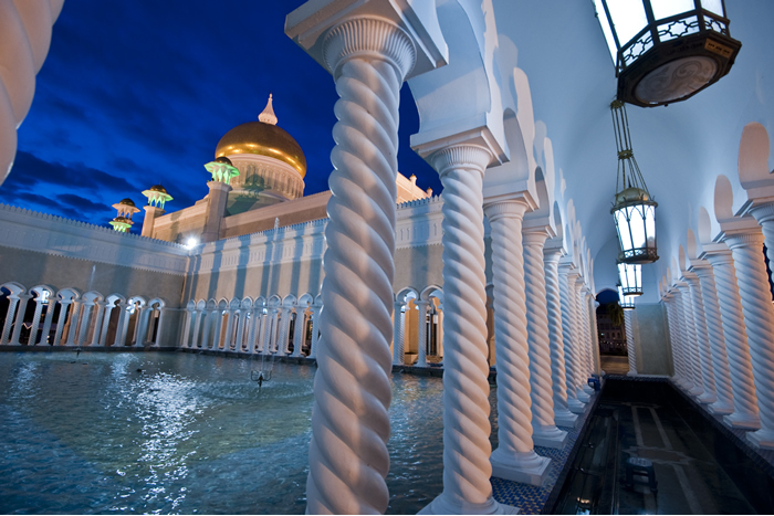 The Great Mosques of Brunei – Borneo Insider's Guide